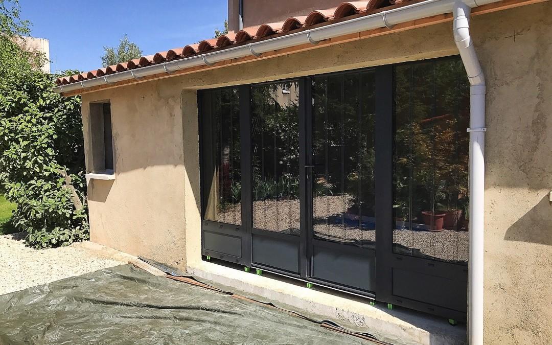 Pose d'un ensemble porte fenêtre et fixes – VALENCE (26)
