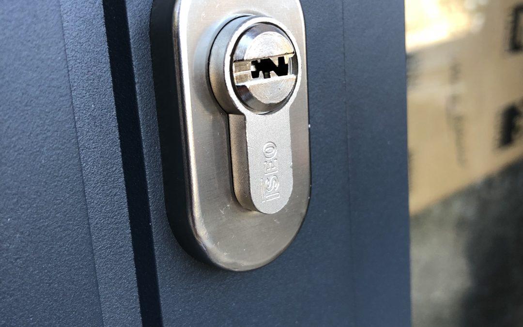 Pose d'une porte d'entrée – La Voulte sur Rhône (07)